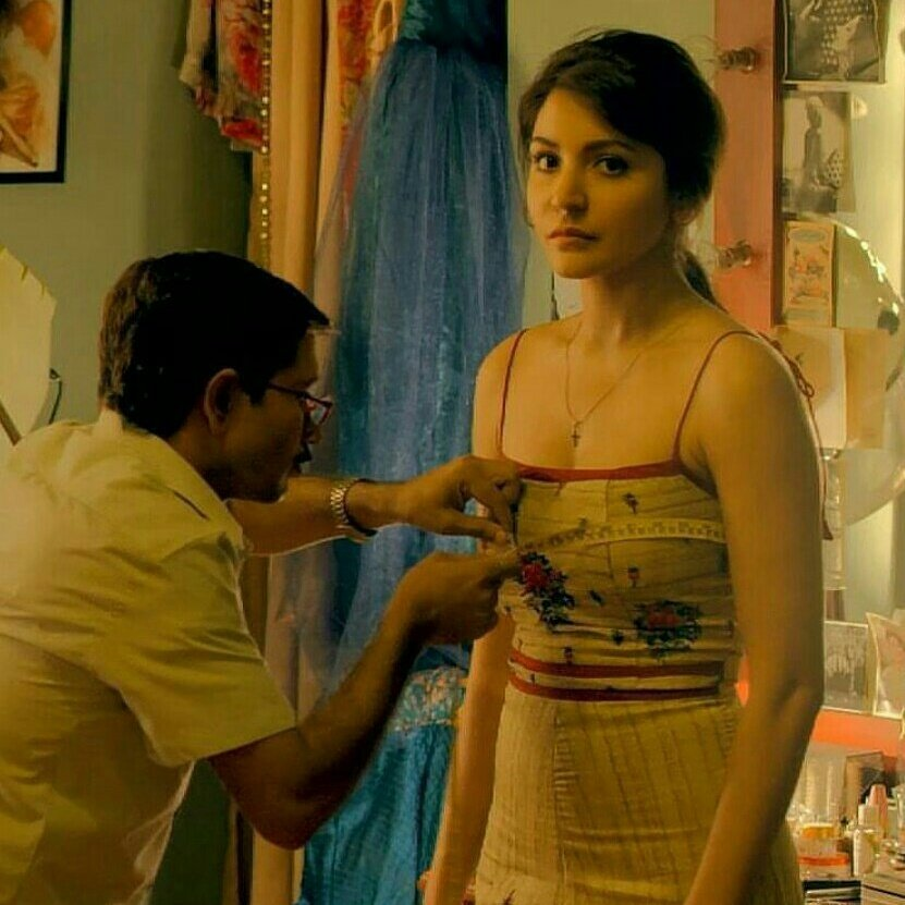 Actress Anushka sharma photo gallery biography cum boobs waist hip measurements