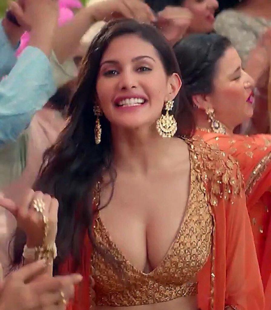 Anegan Fame AmyraDastur sexiest Cleavage show hot seducing boobs stills - tamil cine stars entertain
