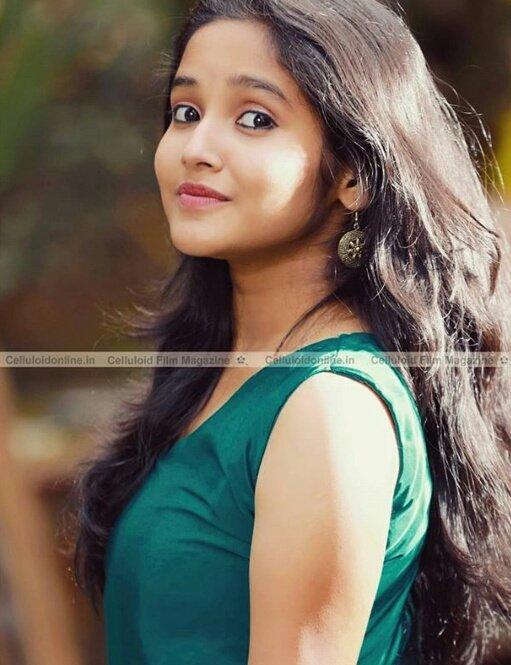 Anikha Surendran-sexy-hot-side-lovely-cute-boobs-show-Johny Johny Yes Appa-malayalam-movie-actress-stills