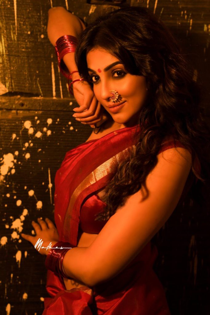 Yennai arindhaal villie actress-Parvatii nair_sexy hot saree stills