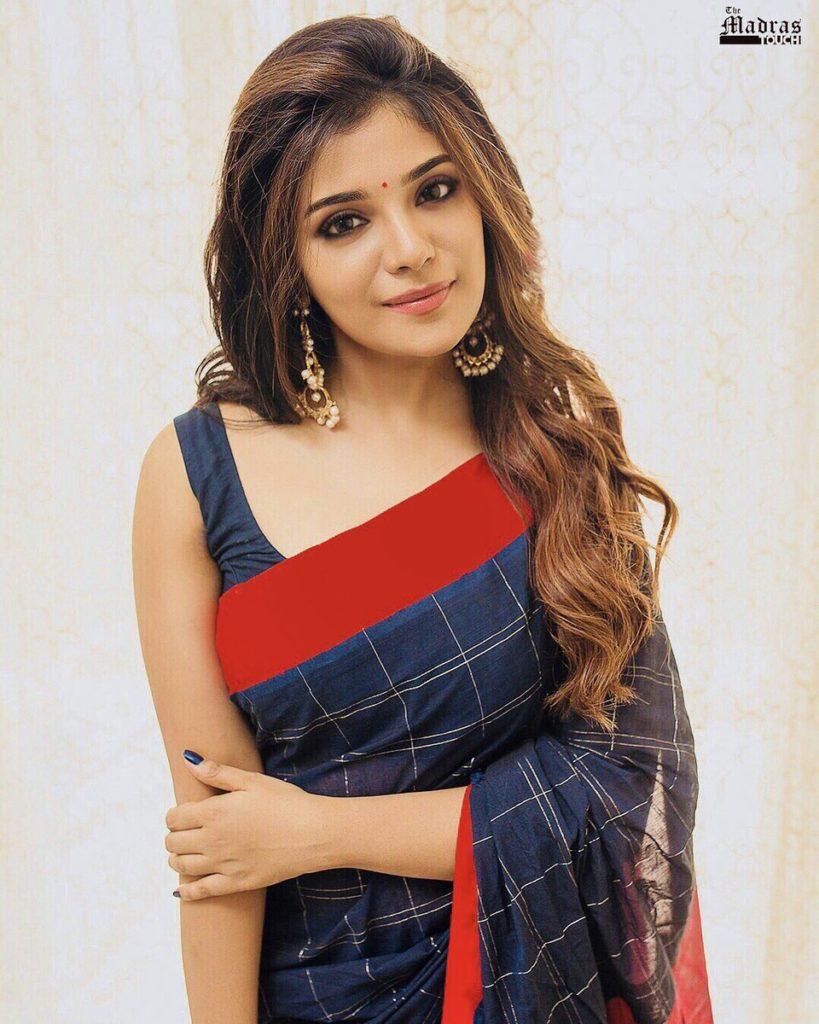 Stunning aathmikaa naragasooran actress saree stills