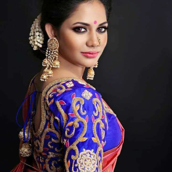 sexy saree side boobs show Aishwarya dutta
