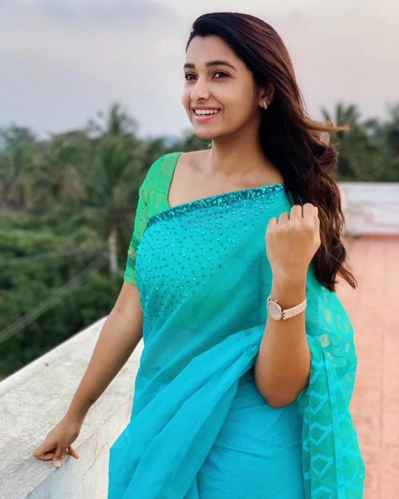 Monster-lead-Actress-Priya-Bhavani-Shankar-looks-stunningly-beautiful-in-ethnic-saree-wear-stills