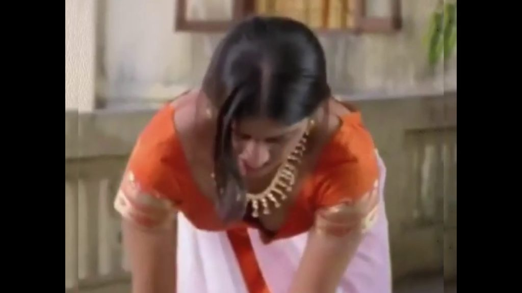 Actress Keerthi chawla exposing her boobs cleavage show from movie