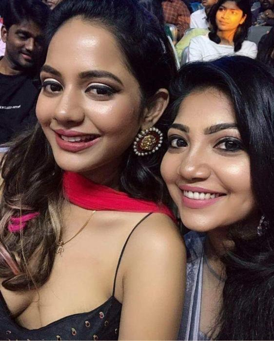 Aishwarya Dutta rounded boobs cleavage stills