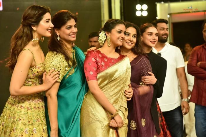 All about last night-raashikhanna-keerthy-suresh-vidya-balan-Tsr-Tv9-awards-event-stills