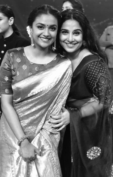 Dazzling-Keerthy-suresh-with-milf-beauty-vidya-balan-At-Yesterday-TSRTV9-National-Film-Awards-pictures