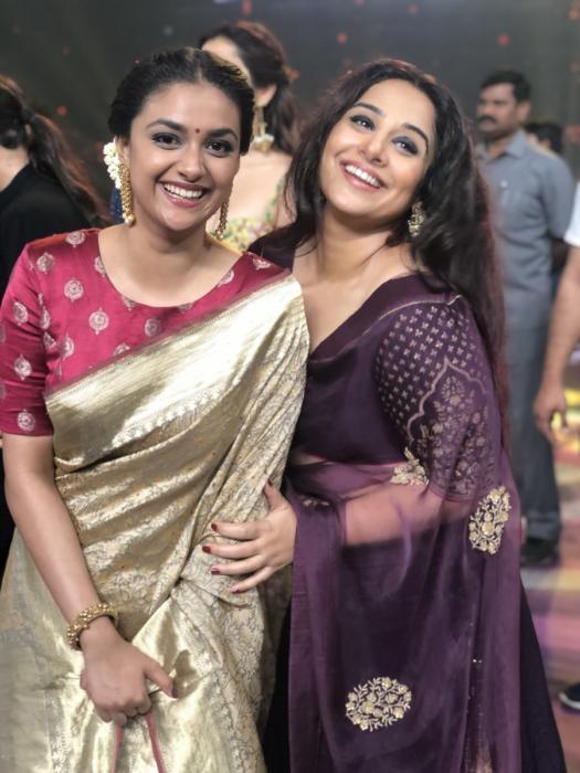 Dazzling-Keerthy-suresh-with-milf-beauty-vidya-balan-At-Yesterday-TSRTV9-National-Film-Awards-stills