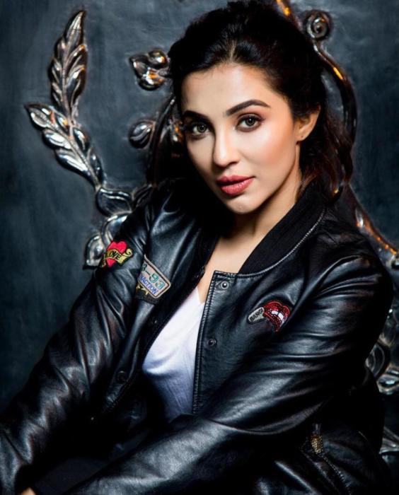 Hot stylish mallu nimir movie actress parvatii nair sexy exposing hot stills-semahotsite.com