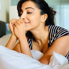 Vella-Raja-web-series-movie-actress-paravtii-nair-sexy-hot-cleavage-photoshoot--semahotsite.com-stills