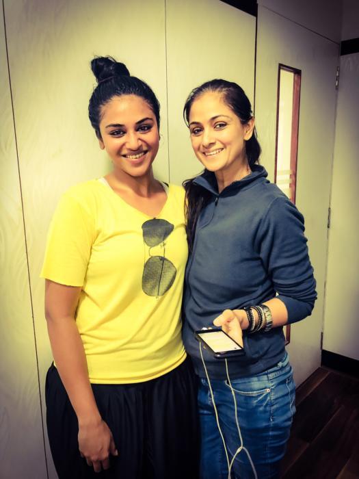 actress indhuja with evergreen petta lead actress simran